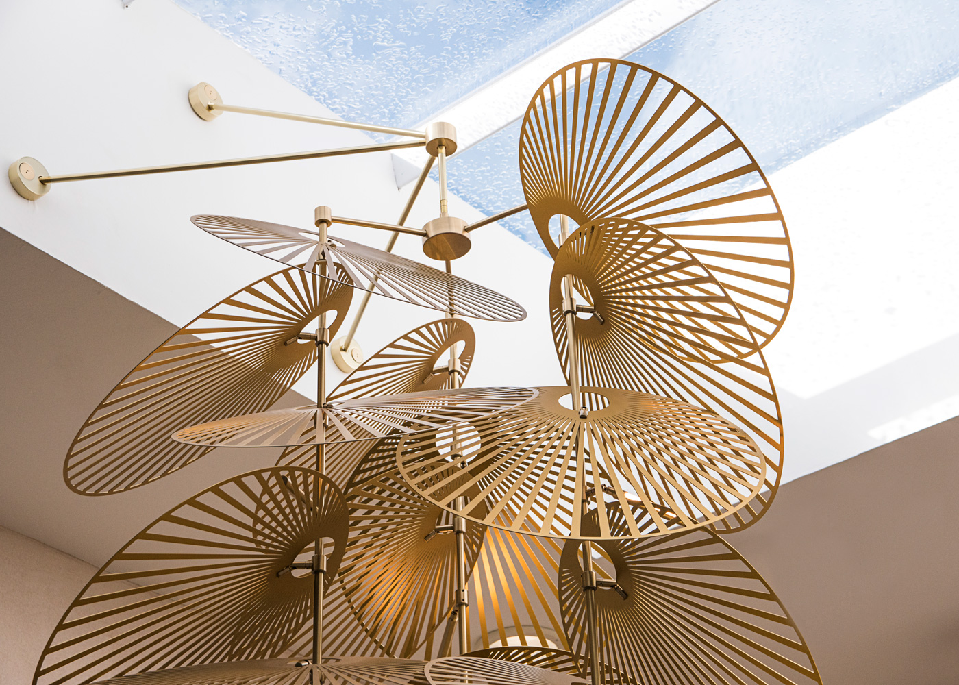 Leaf-Suspension-Brass-Light
